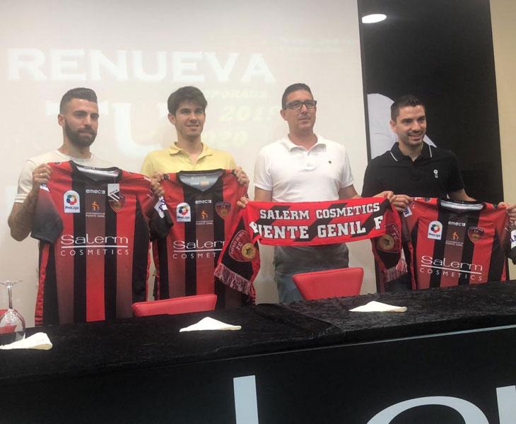 Una imagen de la presentación de Manu Reina, Carmona y Luisito en Puente Genil