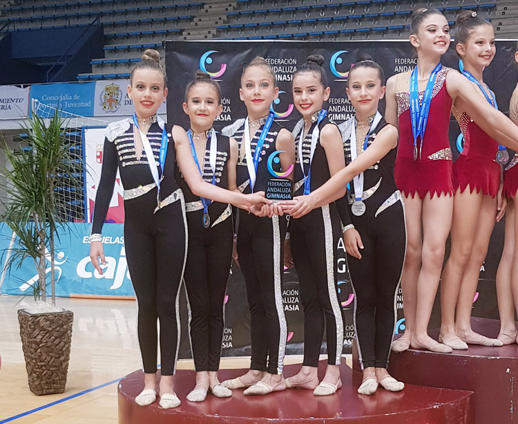 Las gimnastas del Almodóvar del Río en el podio