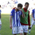 Los jugadores del Recre se marchan llorando tras caer eliminados ante el Mirandé