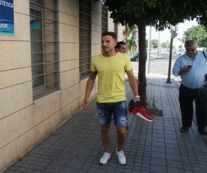 El jugador Fernández, antes de entrar a la clínica