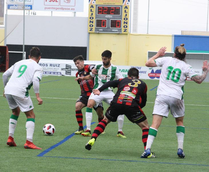 Una imagen del derbi entre Salerm Puente Genil y Córdoba B de esta pasada temporada