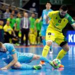 Giasson peleando una pelota con el cordobés del Inter Solano