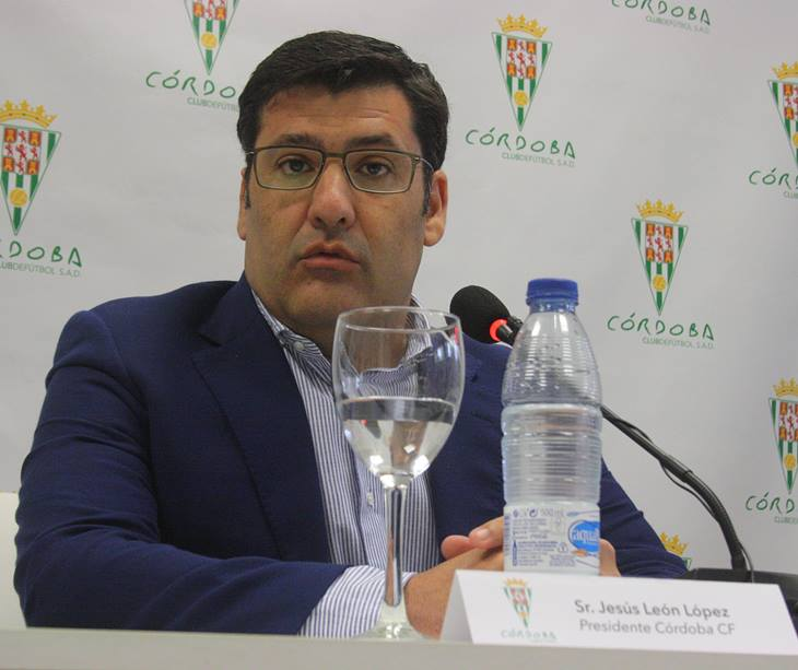 El presidente del Córdoba CF, Jesús León, en la presentación del nuevo entrenador, Enrique Martín