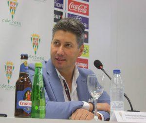 Alfonso Serrano, Director Deportivo, en sala de prensa. Autor: Paco Jiménez