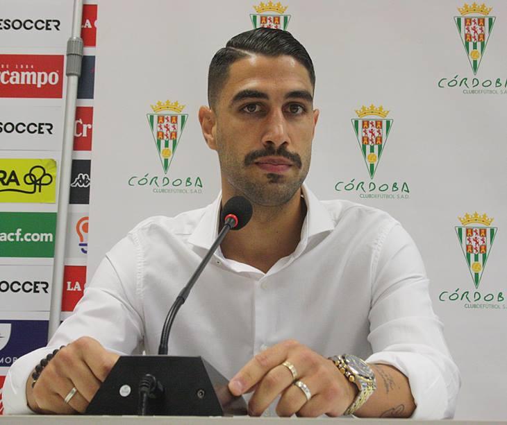 Victor Ruiz en sala de prensa el día de su presentación
