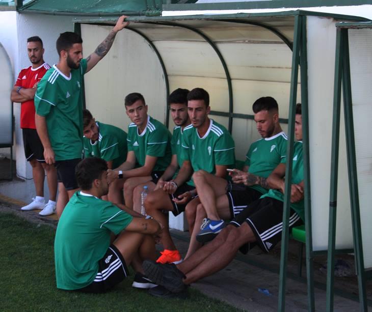 Un grupo de jugadores del Córdoba con la ropa de Adidas de todo este verano