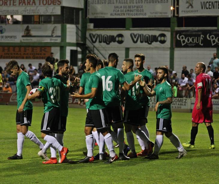 Los jugadores del Córdoba celebrando uno de sus tantos