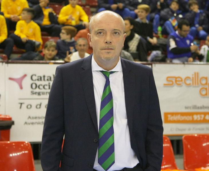 """El entrenador del Córdoba CF Futsal, Miguel Ángel Martínez """"Macario"""""""