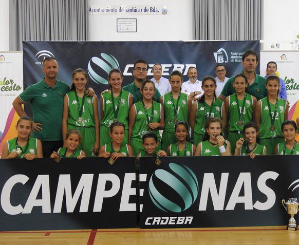 La imagen en formación de las campeonas en Sanlúcar