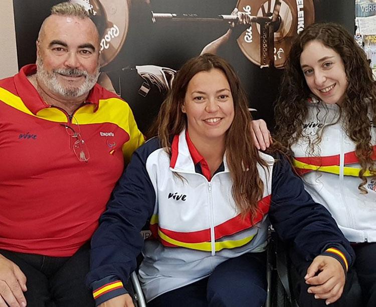 Domingo García junto a Montserrat Alcoba y Loida Zabala