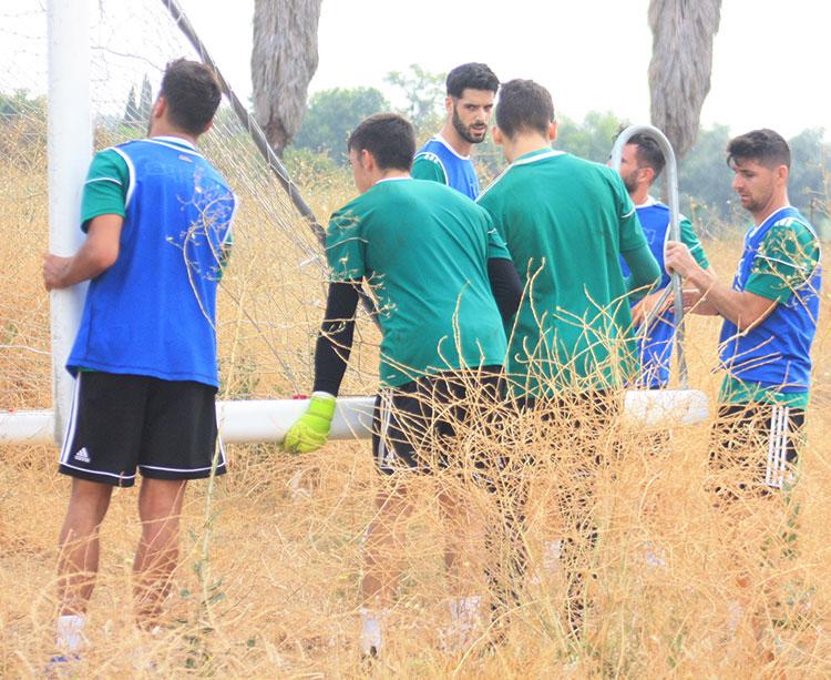 Javi Flores, Fernando Román y otros compañeros supieron de primera mano lo que pudo ser el contacto con garrapatas y otros insectos en la Ciudad Deportiva