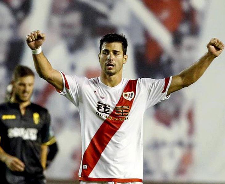 Javi Guerra celebrando un gol con el Rayo Vallecano