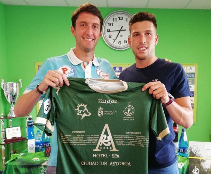 Jesús González con la camiseta de su anterior club, el Atlético Astorga