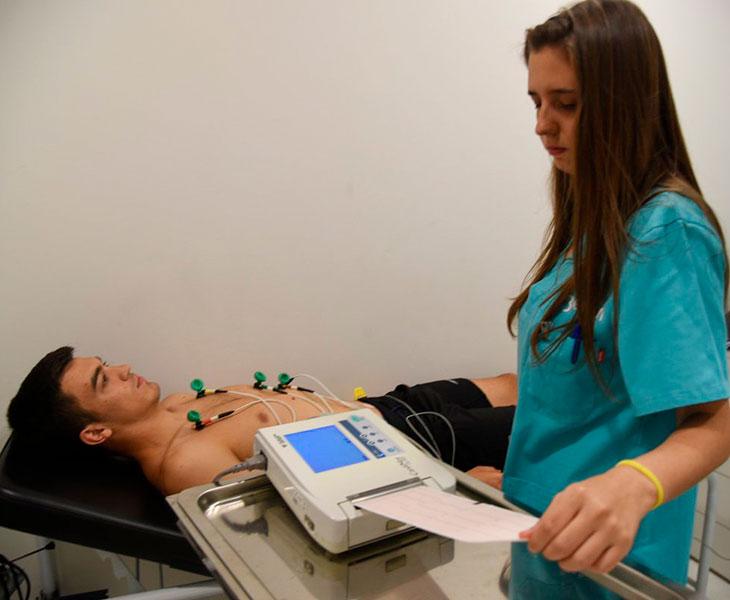 Juanto Ortuño pasando el reconocimiento médicoJuanto Ortuño pasando el reconocimiento médico. Autor: CCF