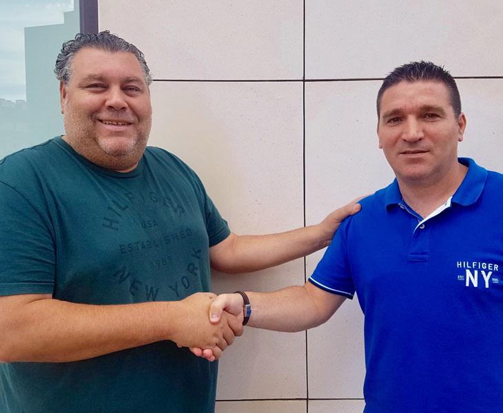 Rafa García y Lolo Vinos (derecha), tras sellar el acuerdo