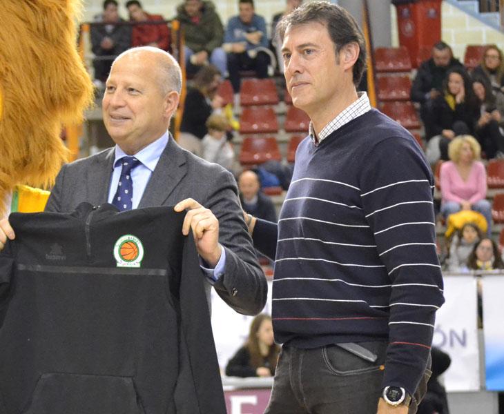 Ángel Lopera, presidente del Cordobásket, en ua imagen de archivo junto a Javier Imbroda