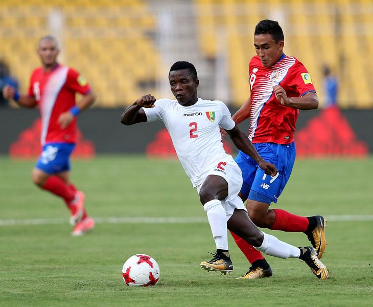 Sebastián Castro en un partido con Costa Rica