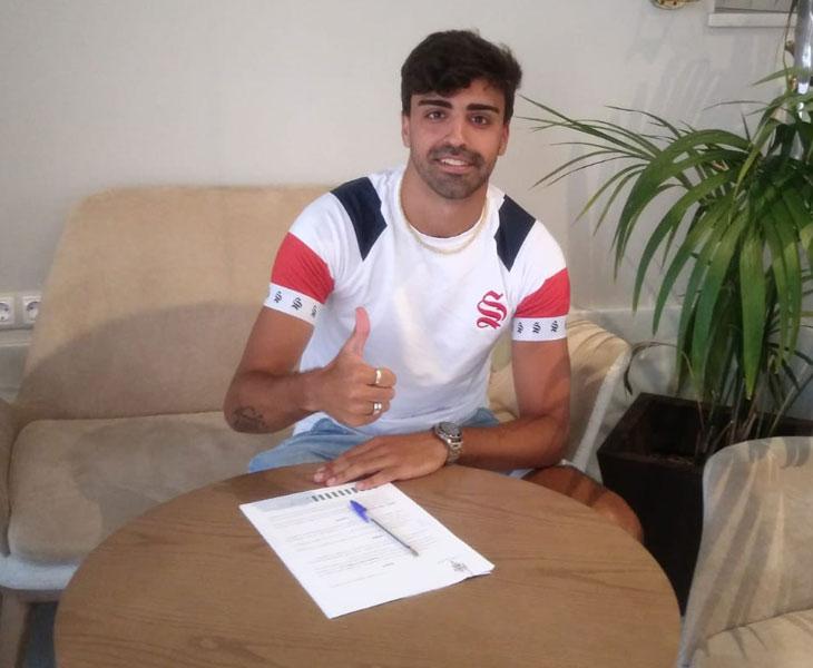 Víctor Díaz tras firmar su nuevo contrato