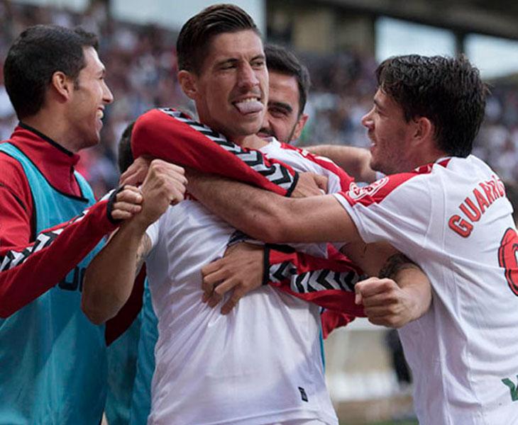 El chicharrero Yeray González celebrando un gol con la Cultural Leonesa
