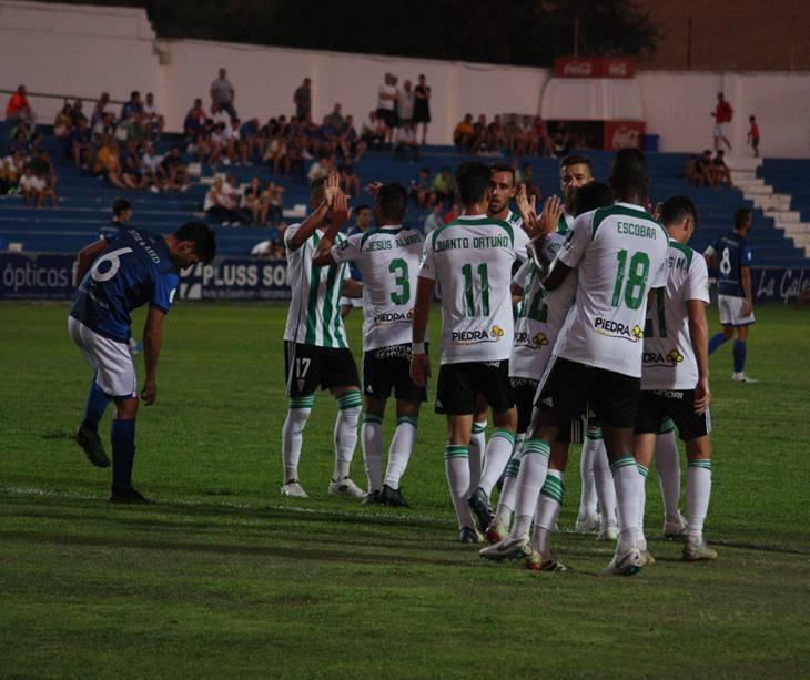 Los futbolistas del Córdoba celebran uno de sus goles en Linarejos. Autor: Paco Jiménez