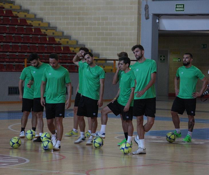 Varios jugadores del Córdoba CF Futsal en pista