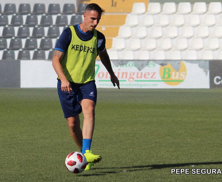 Andrés Salas entrenándose con el Ceuta. Foto: Pepe Segura