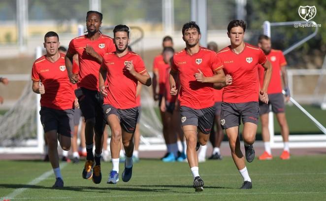 Andrés Martín corriendo series con sus nuevos compañeros del Rayo Vallecano