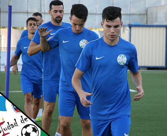 Los jugadores lucentinos trabajando para preparar el partido. Foto: @ciudaddelucena