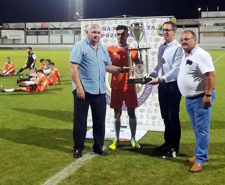 El Córdoba B se llevó este veranos el Trofeo de la Peña Real Madrid de Pozoblanco. Foto: Cantera Córdoba CF