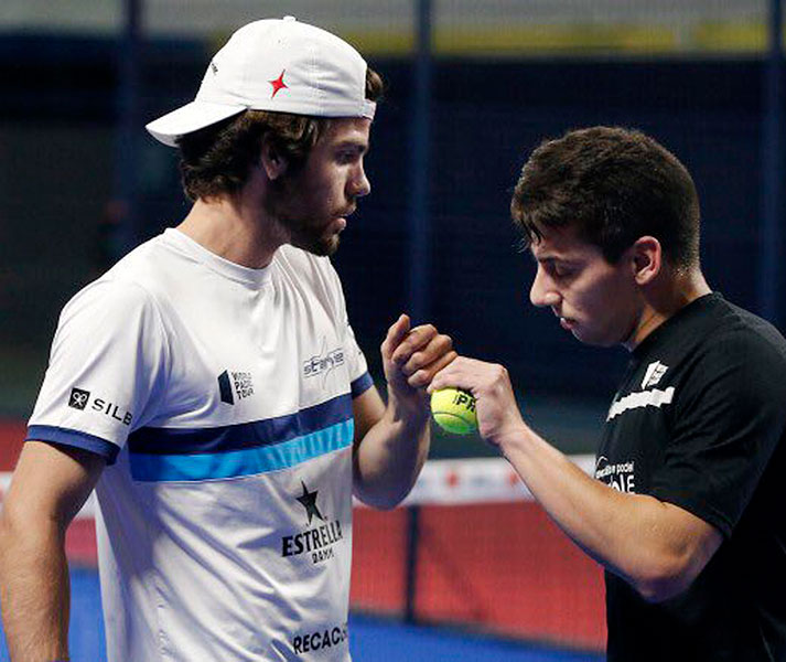 Javi Garrido muestra a su compañero Martín Di Nenno su confianza tras un punto