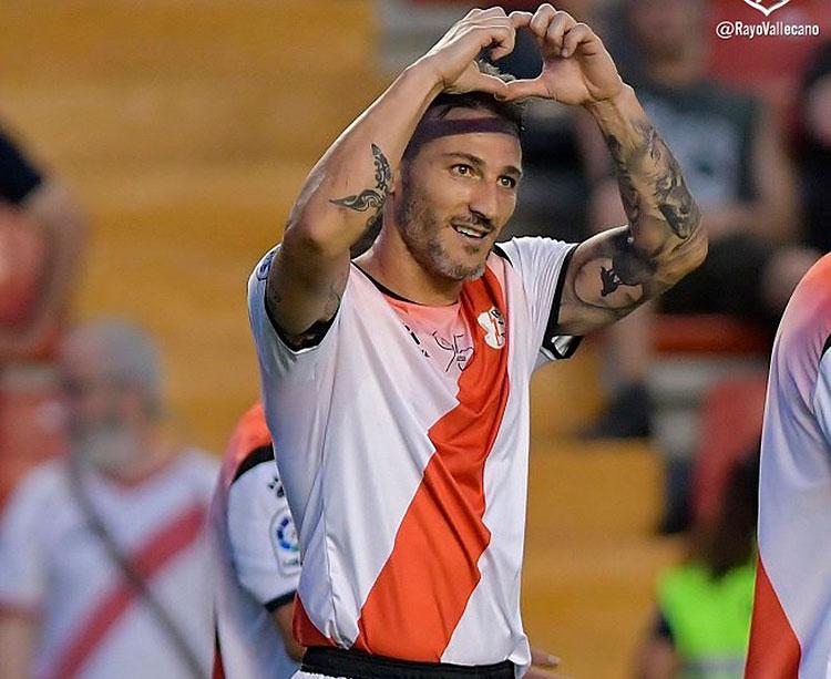 Piovaccari celebrando su primer gol con el Rayo