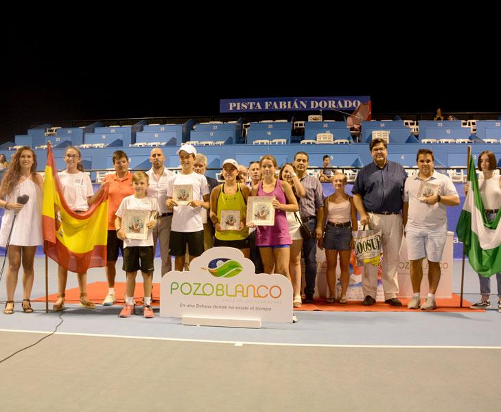 La foto de familia de ganadores y finalistas en Pozoblanco