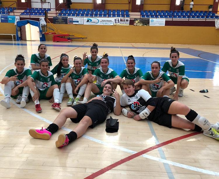 Las jugadoras del Cajasur Deportivo Córdoba, felices tras su triunfo