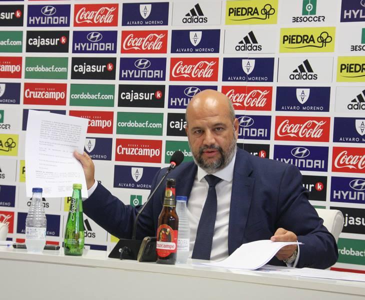 Enrique Rodríguez Zarza papel en mano