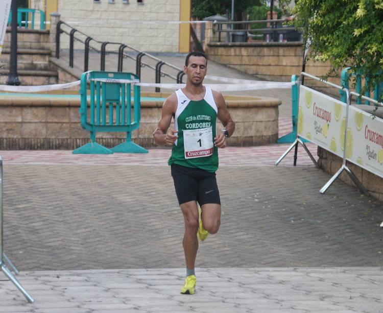 Ismail Serroukh a pocos metros de proclamarse vencedor de la carrera