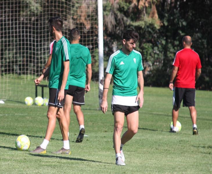 Javi Flores en el césped de la Ciudad Deportiva. Autor: Paco Jiménez