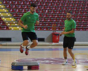 Lolo Jarque y Manu Leal realizando algunos ejercicios