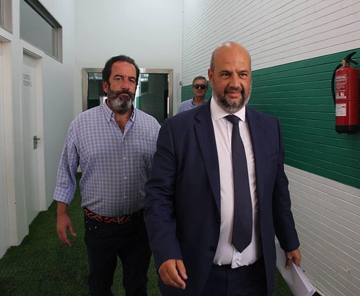Miguel Romero y Enrique Rodríguez Zarza llegando a la sala de prensa