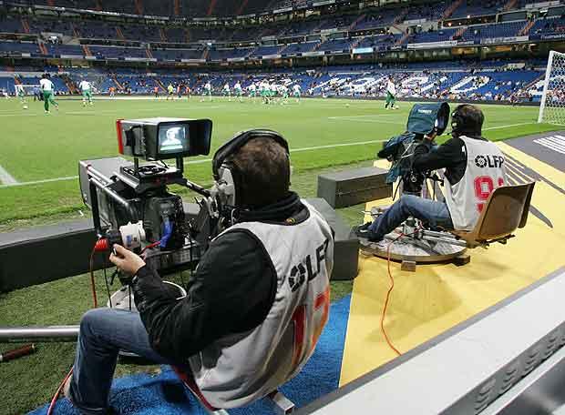Las cámaras de televisión toman los estadios en todas las categorías