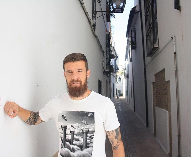 Chus Herrero en un rincón de Córdoba cerca de la judería