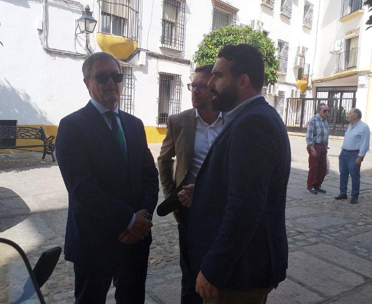 Manolo Garrido y Fran López, consejeros del Córdoba, junto a Alberto Mayoral