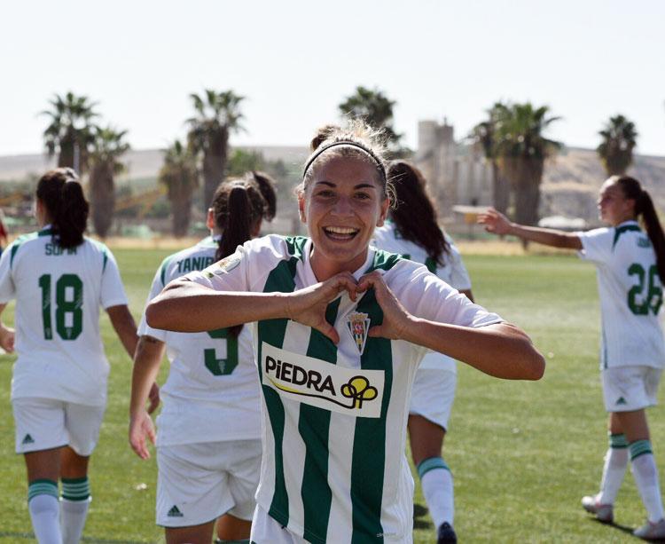 Mery Martí en una bonita imagen tras el gol decisivo. Foto: Córdoba Femenino