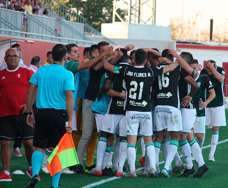 Los jugadores del Córdoba celebrando su tanto en Sevilla. Autor: Paco Jiménez