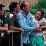 Magdalena Entrenas viendo el partido de las féminas ante el Cáceres acompañada por Peque