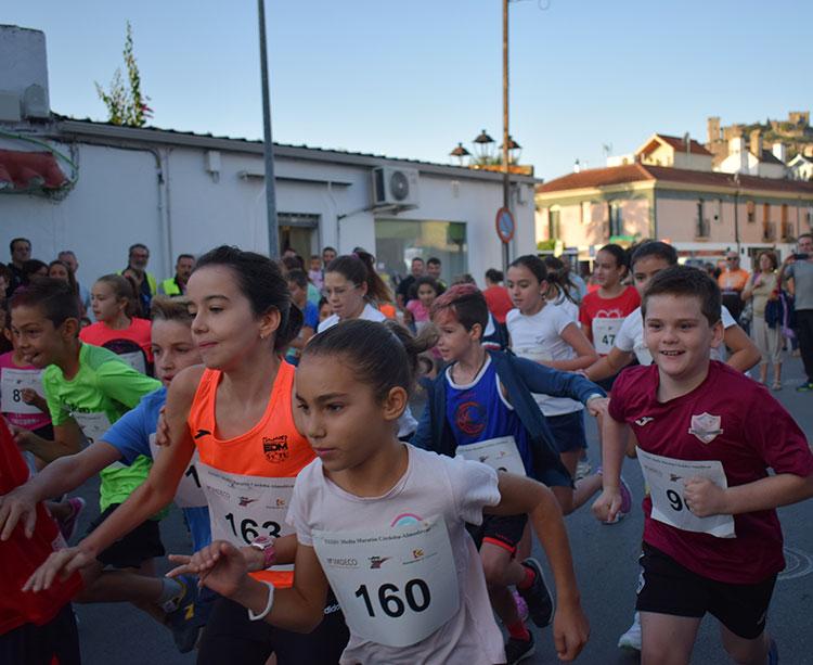 Los más pequeños abrieron la jornada participando en la carrera popular bajo la silueta de su castillo