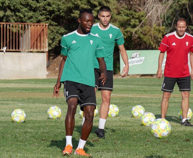Owusu entrenándose hoy con el Córdoba. Foto: Córdoba CF