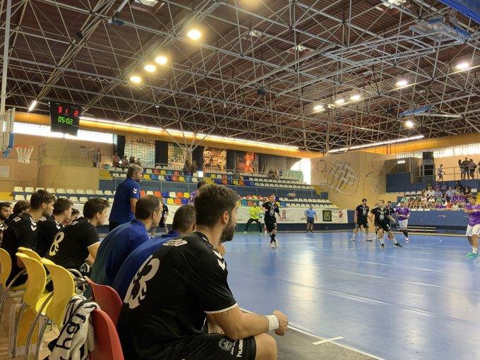 Paco Bustos dirigiendo a su equipo en Guadalajara