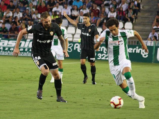 Quim Arayo en el terreno de juego ante el UD Almería