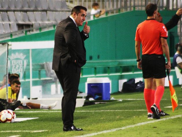 El técnico del Córdoba, Sandoval, ante el UD Almería