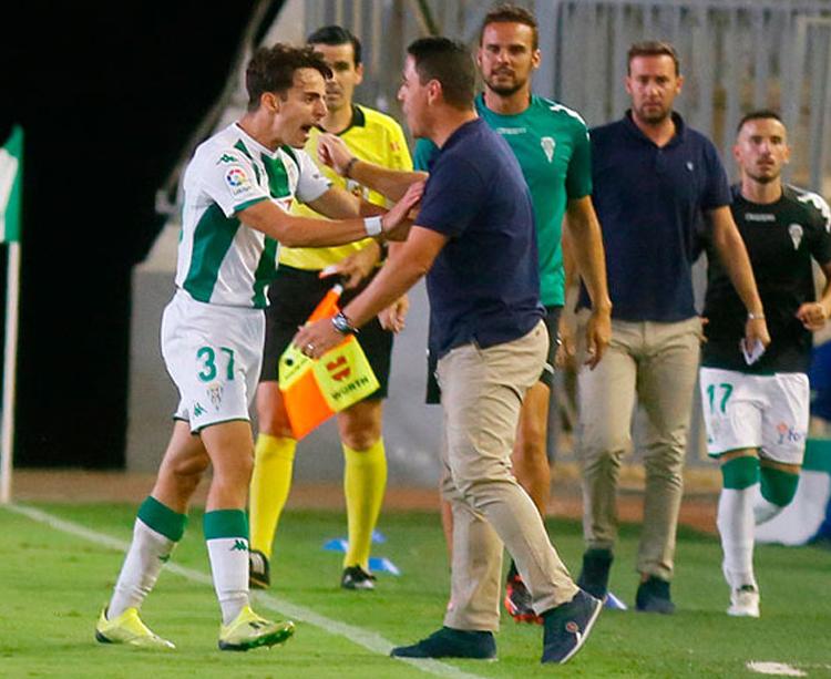 Álvaro Aguado celebró el gol con rabia junto a Ismael Martínez. Foto: LaLiga